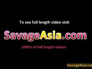 Sexy asiática jovem grávida stripping