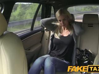 Fake taxi μεγάλος βυζιά και μεγάλος curvy σώμα sucks καβλί