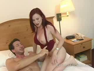 Ramera sucks grande boner antes sexo con un guy en un hotel