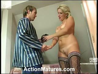 Agatha dan rolf leggy mamma dalam tindakan