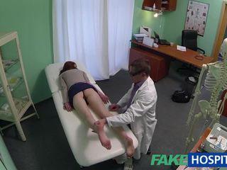 Krásný amatér pacient fucked s fraud lékař