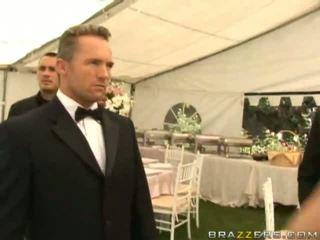 Netīras sieva jāšanās onto viņai kāzas diena hardcore