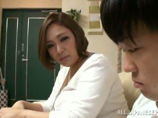 Reiko yumeno pleases कुछ आदमी लगभग एक wonderful टिटजॉब
