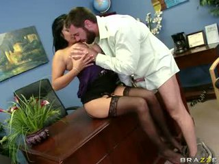 Sexually excited sophia lomeli gets haar mond busy engulfing een hard man lolly