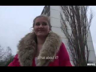 Lilia rafael مارس الجنس في جمهور إلى نقود