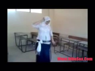 Arab egypte dance في مدرسة
