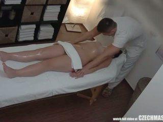 Big göt brunet getting Iň beti massaž ever <span class=duration>- 7 min</span>