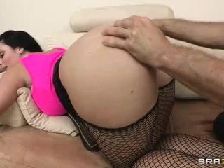 bruneta, fishnets, prdel kurva