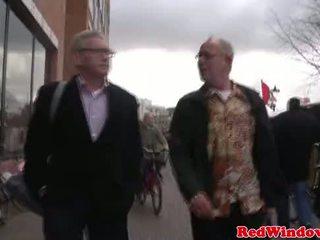 Giovane olandese zoccola vs vecchio sporco turista