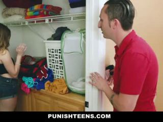 Punishteens - evangelical tēvocis trains viņa misbehaved niece
