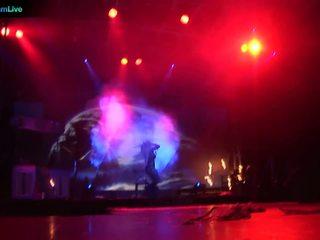 Bühne performer dorothy schwarz going freier oberkörper und spielend