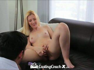Pencarian karakter kursi sofa x: seksi rambut pirang remaja kacau di pencarian karakter