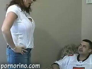 Caliente mqmf mamá chupando y stroking hijo para corrida