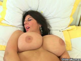 Uk milfs lulu lush a silky thighs potrebovať orgasmic.