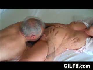 Bestefar licking grandmas eldre fitte
