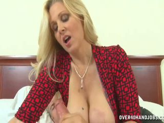 Горещ мама strokes горещ хуй