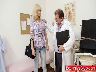 บลอนด์ ปารีส เยือน gynoclinic ไปยัง มี เธอ หี gyno examined