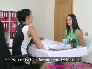 Femaleagent দুধাল মহিলা agent seduces লজ্জা beauty মধ্যে steamy সমকামী প্রচার