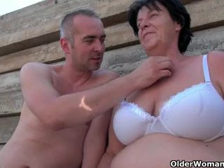 Škaredé stará mama s 1 inch bradavky fucked outdoors