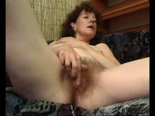 Loose maman teases son swollen clito