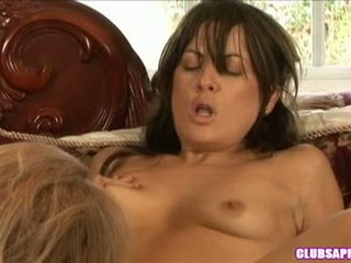 Mia presley widens son muff large sufficiently elle cannot aidez-moi cri plaisir