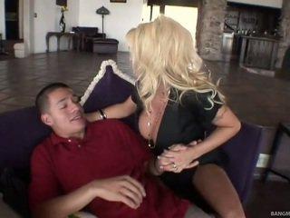 Blondin momen gets borrade av henne step-son