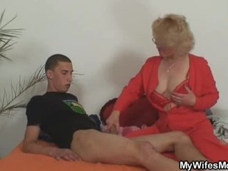 Esposa leaves e dela mãe fucks filho em lei