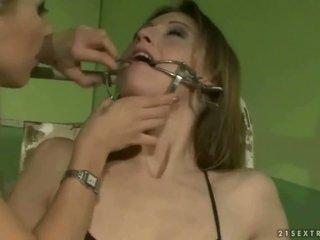Mokinukė punishing a slavegirl