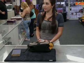 Koledžas mergaitė selling jos senas textbook ir pakliuvom iki pawnkeeper