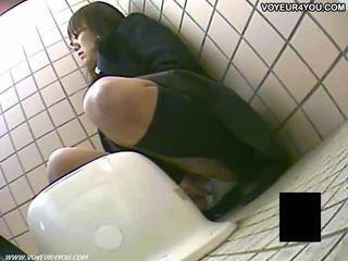 Μυστικό τουαλέτα camera μπανιστηριτζής κορίτσια masturbation