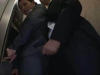 Officelady tastata e scopata in elevator
