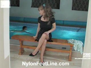 Irene in jerry nogavičke footfuck ukrepanje