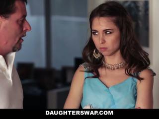 Dads swap और बकवास daughters पर prom रात
