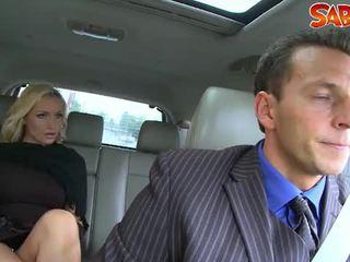 Excitat widow nailed de chauffeur
