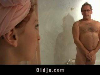 Oldman kız oğlanı sikiyor müşteri fucks bir kısa saç genç meksika