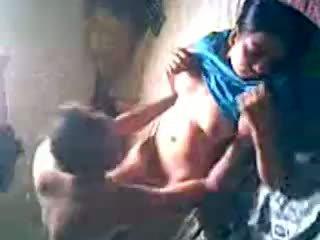 Desi dorp meisje krijgen geneukt door lover verborgen