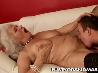 Lusty grandmas: močiutė norma kalė dar loves dulkinimasis