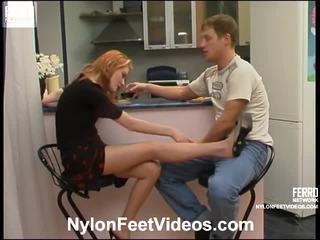 Ninette 과 bertram 꼬인 스타킹 footsex