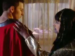 Cleopatra goes 그리스의 스타일