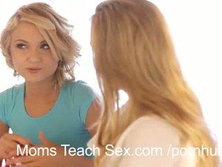 Panas bertiga dengan seksi ibu dan anak perempuan duo