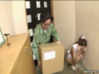 Süß japanisch teen gezwungen in blowjob