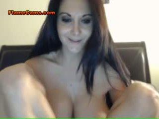 Massive tits brunette babe
