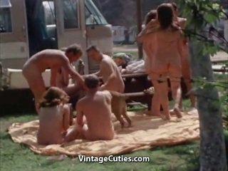 Unclothed lidé na the picnic