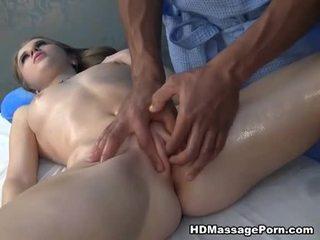 Μασάζ ending σε θηλυκός οργασμός