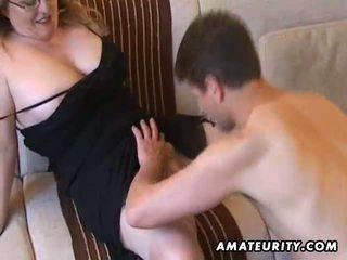 Pieptoasa amator milf suge și la dracu cu sperma pe tate