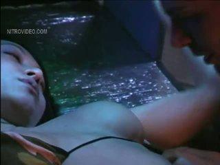 하드 코어 섹스, 포르노 소녀와 침대에있는 남자, 누드 유명인