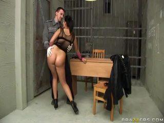 Jasmine zwart gives pijpen naar agent en gets bips geneukt