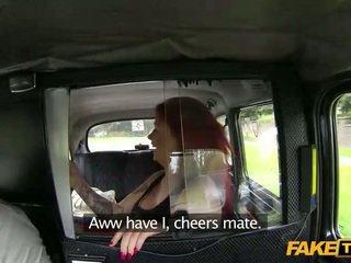 Bizarro ruiva ejaculação interna jizzed em um taxi