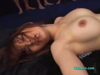 Gjoksmadhe aziatike vajzë fucked nga shumë guys në masks creampies në the mattress në the birucë