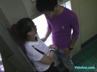 เอเชีย หญิง ใน การอบรม ชุดกระโปรง การดูด ควย licked และ fingered ระยำ จาก หลัง ใน the toilette